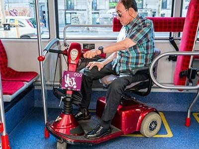 Prueba piloto de acceso con scooters al bus y metro