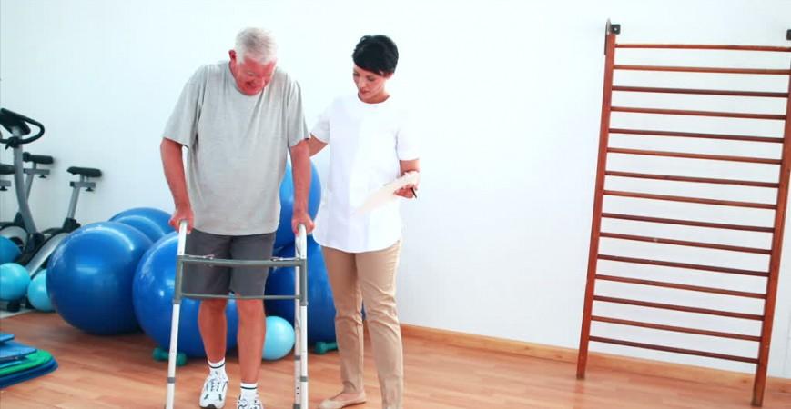 Cómo elegir un buen andador para ancianos