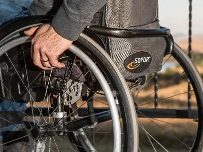 Consejos para escoger la mejor silla de ruedas ligera plegable